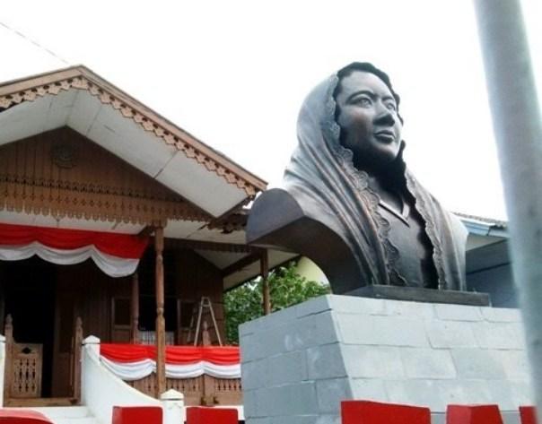 Patung Fatmawati Bengkulu